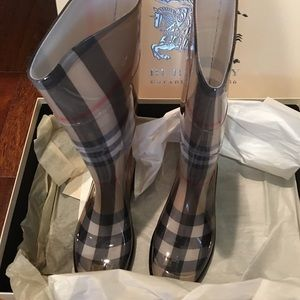 Burberry rain boots size 7